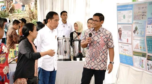 Presiden Joko Widodo saat membuka Gerakan Mengawal Musim Tanam Oktober 2018 - Maret 2019 (OKMAR 2018/2019) di Garut, Jawa Barat