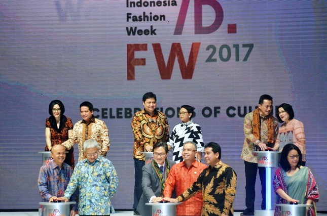 Pameran Indonesia Fashion Week (IFW) 2017 di Jakarta, 1 Februari 2017