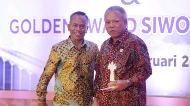 Menteri Basuki Terima Dua Penghargaan Golden AwardSIWO PWI Pusat 2019