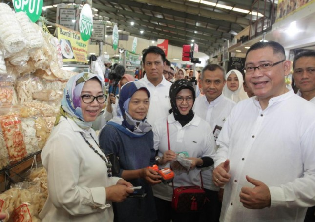 (Kika) Direktur Bisnis SME dan Komersial BNI Syariah, Dhias Widhiyati, Pemimpin Wilayah BNI Jakarta BSD, Henry Panjaitan, Direktur Kepatuhan dan Risiko BNI Syariah, Tribuana Tunggadewi, Pemimpin Wilayah Jabodetabek Plus BNI Syariah, Ali Muafa, Corpor