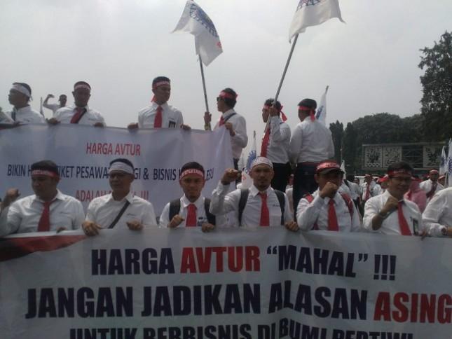 Federasi Serikat Pekerja Pertamina Bersatu lakukan aksi demo terkait harga avtur