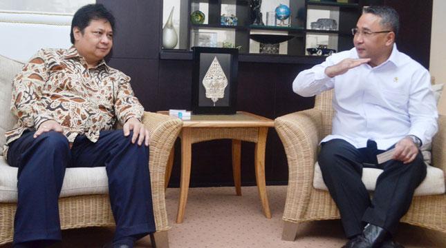 Menteri Perindustrian, Airlangga Hartarto Bersama Mendes PDTT, Eko Sandjojo