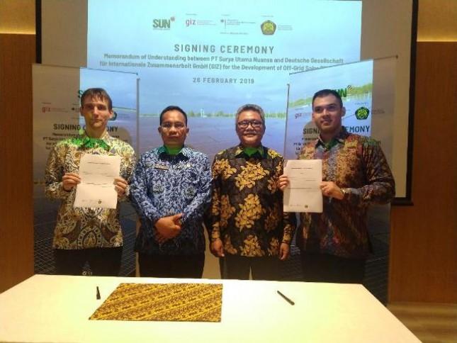 PT Surya Utama Nuansa menandatangani kontrak kerja sama dengan PT Bungo Dani Mandiri Utama, badan usaha milik daerah Provinsi Jambi dalam pengembangan energi surya berkapasitas 7,35MWp untuk jangka waktu 25 tahun.