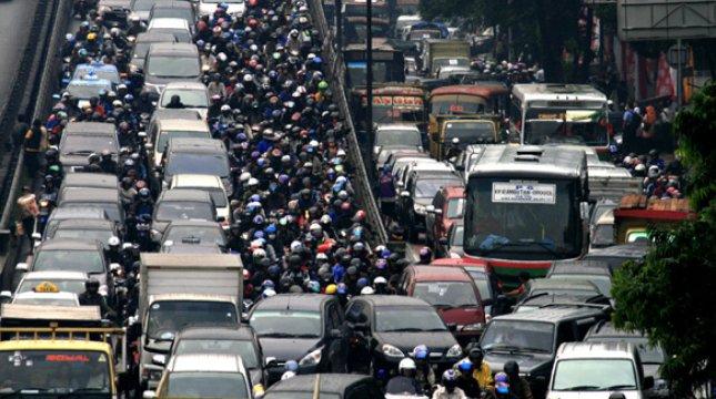 Ilustrasi kemacetan karena sepeda motor. (Foto: Wordpress)