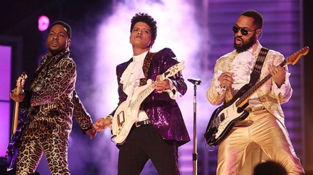 Bruno Mars Saat Memeriahkan Grammy Awardske-59 (Christopher Polk/Staff/Getty Images)