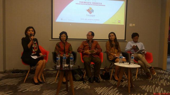 """Acara Forum Wartawan Pariwisata Indonesia yang mengangkat tema """"Pariwsata Indonesia Mengejar Kualitas atau Kuantitas Wisatawan Mancanegara"""""""