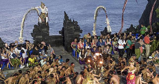 Ilustrasi Wisatawan Mancanegara di Bali (Izzet Keribar/Getty Images)