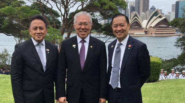 Menteri Perdagangan Indonesia, Enggartiasto Lukita Diapit Ketua BKPM, Thomas Lembong dan Ketua Badan Ekonomi Kreatif Triawan Munaf