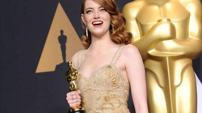Emma Stone Pemenang Piala Oscar Kategori Aktris Terbaik 2017 (Jason LaVeris/Getty Images)