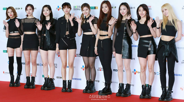 Girls Group 'TWICE' (Foto: soompi/stardailynews)