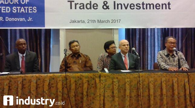 Ketua API Ade Sudrajat (Kanan) dalam Bisnis meeting dengan kedubes Amerika Serikat (Hariyanto/ INDUSTRY.co.id)