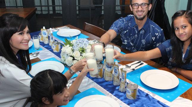 Frisian Flag Indonesia Luncurkan Kampanye 'Saatnya Keluarga Minum Susu Sekarang!'
