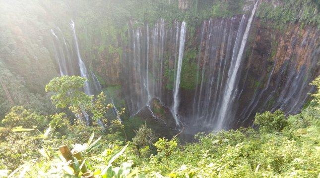 Air Terjun Tumpak Sewu di Desa Sidomulyo, kecamatan Pronojiwo, Lumajang. (Chodijah Febriyani/INDUSTRY)