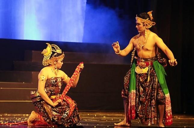 "Pergelaran Wayang Orang Sriwedari dalam Lakon ""Mintaraga"" di Museum Pewayangan nn"
