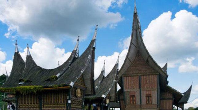 Tempat Wisata di Sumatera Barat (Keren Su/Getty Images)
