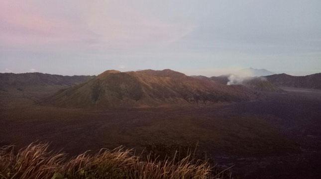 Panorama Gunung Bromo yang bisa dilihat dari Puncak-B29 (Chodijah Febriyani/INDUSTRY.co.id)