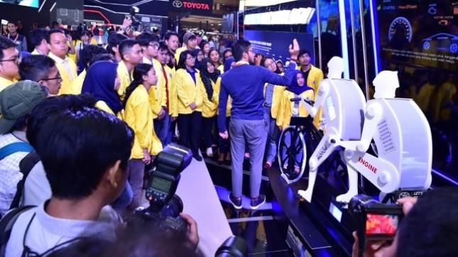 Hari Pendidikan Nasional Mahasiswa pamerkan karya-karya mobil listrik terbaik di IIMS 2017