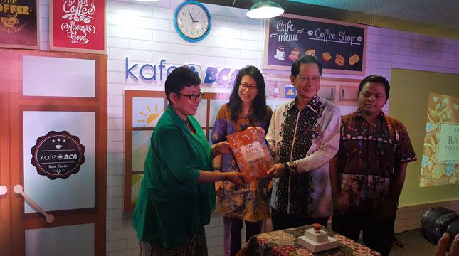 PT Bank Central Asia Tbk (BCA) melalui forum Kafe BCA VI mengupas nilai-nilai budaya yang terpendam di balik kemilau kain Batik