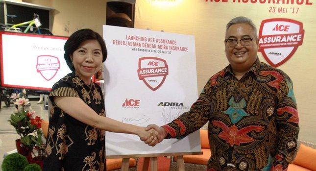 Nana Puspa Dewi (PT Kawan Lama) Bersama CEO Adira Innsurance, Indra Baruna