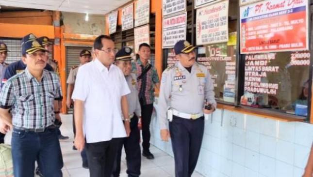 Menhub Budi Karya Sumadi Tinjau terminal Kalideres (Foto Humas)