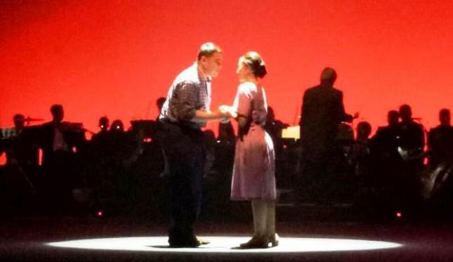 "Adegan Romantis Habibie dan Ainun dalam ""Opera Ainun"""
