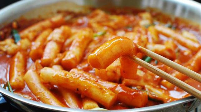 Makanan TteokBokki, asal Korea (Foto:koreanbapsang.com)