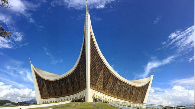 Masjid Raya Sumatera Barat, Padang (mzaim_unp/Instagram)