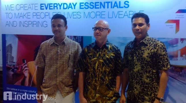 Jun de Dios, Presiden Direktur PT ICI Paints Indonesia (tengah) - (Hariyanto/ INDUSTRY.com)