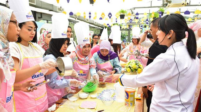 Suasana Memasak Bersama Blue Band Cake and Cookie Menghadirkan 10 Resep Kue Khas Lebaran Tanpa Menggunakan Oven
