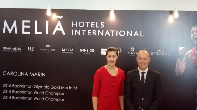 Carolina Marin Atlet Badminton Asal Spanyol dan uben Casas, Senior Director Sales and Marketing Asia Pasific Melia Hotels International (Chodijah Febriyani/Industry.co.id)
