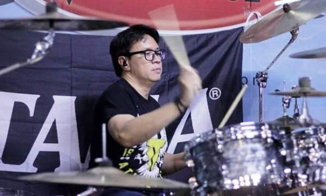 Fajar Satriatama, Drummer Kelompok God Bless dan Edane