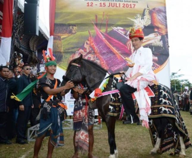 Presiden Jokowi Dinobatkan sebagai Rato Sumba Barat Daya (Foto Setpres)