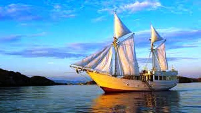 Wisata Kapal Layar (Foto ist)
