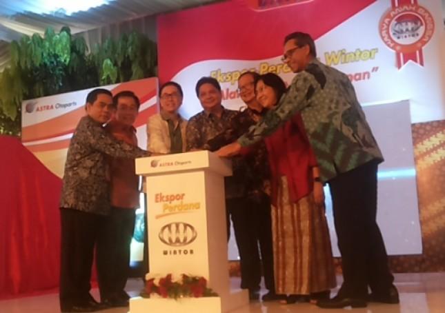 Menperin Airlangga Hartarto apresiasi ekspor perdana Wintor ke Malaysia (Foto Ridwan)
