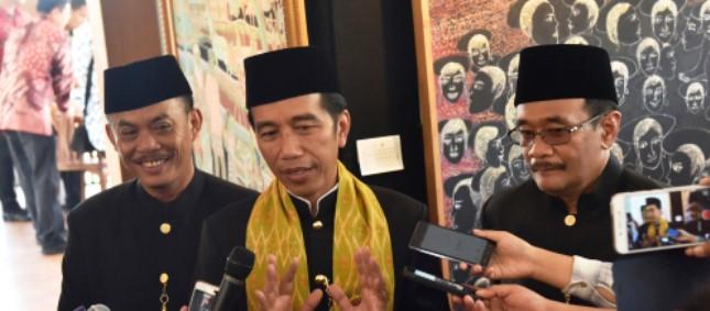 Presiden Jokowi hadir di acara Lebaran Betawi X, yang diselenggarakan di Pusat Perkampungan Budaya Betawi, di Setu Babakan Minggu (30/7). (Foto: Humas/Rahmat)