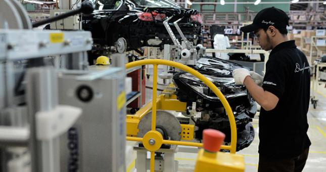 Ilsutrasi investasi perusahaan otomotif BMW. (Dimas Ardian/Bloomberg)