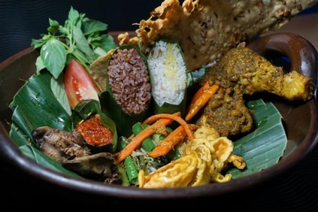Nasi Merah Putih Ayam Begana (Foto Ist)