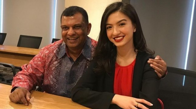 Raline Shah dan CEO AirAsia Tony Fernandes. (Foto: Isntagram.com/tonyfernandes)