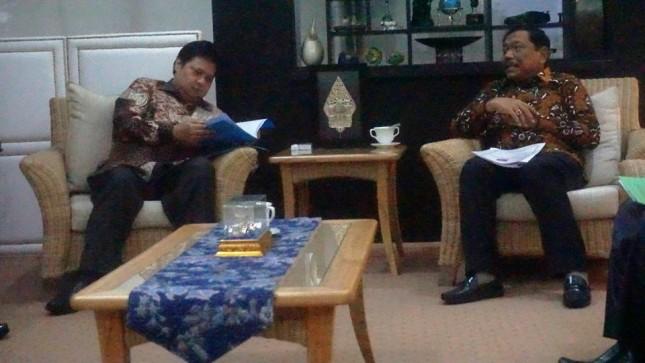 Menteri Perindustrian, Airlangga Hartarto saat menerima kunjungan Bupati Bengkulu di Kantor Kemenperin, Jakarta