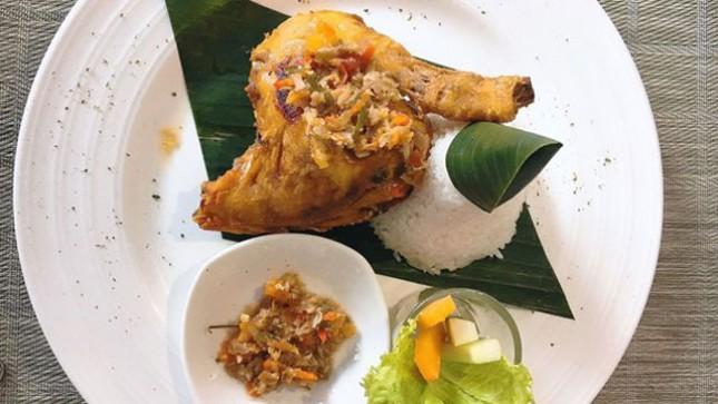 Ayam Kecombrang, Menu Andalan di Hotel Ayola La Lisa, Surabaya (Ist)
