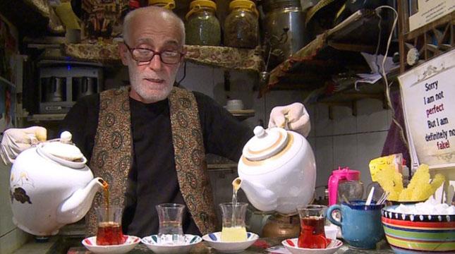 Haj Ali Darvish, Kedai Teh Termungil di Grand Bazaar Teheran, Iran (Foto:CNN)