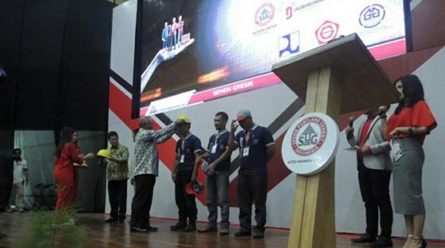 Semen Gresik Gelar Sertifikasi Tukang Bangunan Masal di Bandung