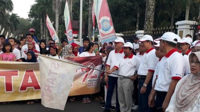 Wakil Gubernur Bangka Belitung bersama direksi Jamkrindo dan direksi Sucofindo melepas jalan sehat di Bangka Belitung