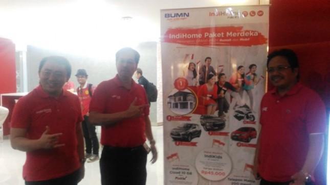 Direktur Konsumer Telkom Masud Khamid (tengah) saat pembukaan Digital GraPARI di Serpong.(Foto Anto)