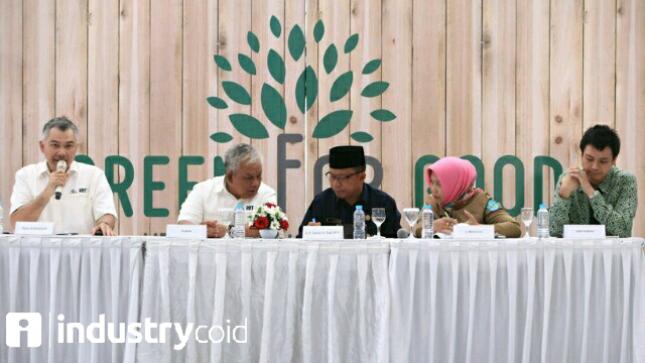 Reza Andriansyah, Direktur Refined Bangka Tin (Kiri)
