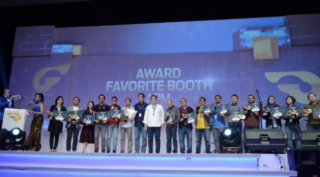 Pemenang Favorite Booth APM GIIAS 2017 berfoto bersama