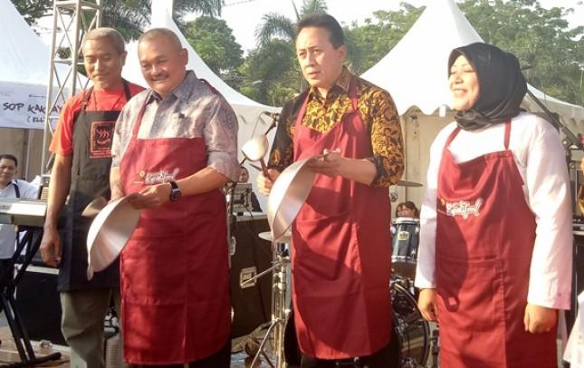 Gubernur Sumsel H. Alex. Noerdin dan Kepala Bekraf Triawan Munaf di Palembang (Foto Dije)