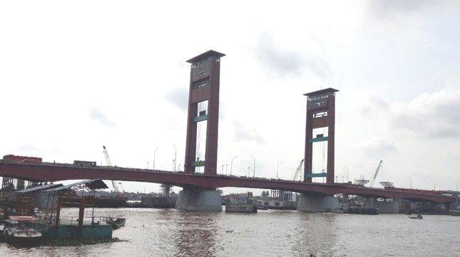 Jembatan Ampera, Palembang, Sumatera Selatan (Chodijah Febriyani/Industry.co.id)