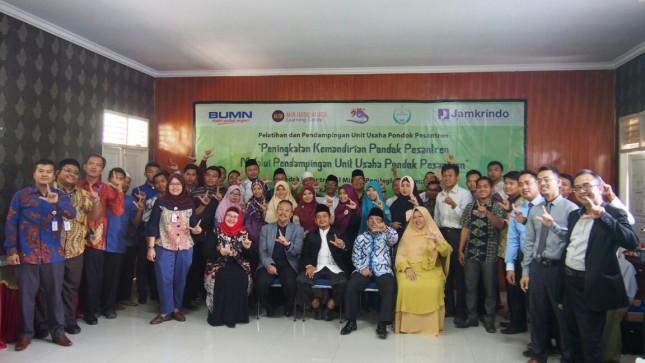 Jamkrindo memberikan pelatihan dan pendampingan usaha pesantren