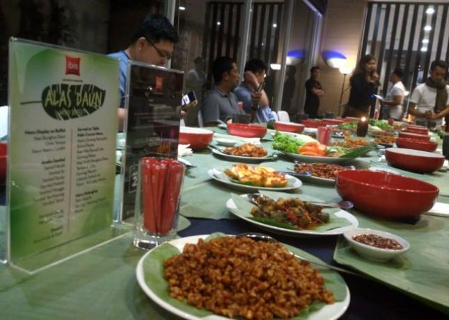 Menyambut ulang tahun Le Club Accor Hotels ke-9, Ibis Jakarta Harmoni meluncurkan promo food terbaru yaitu Makan Alas Daun.
